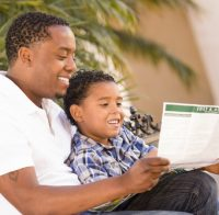 Photo-african-american-dad-and-son-reading